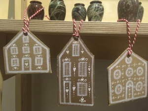 This image has an empty alt attribute; its file name is gingerbread-decorations-1.jpeg